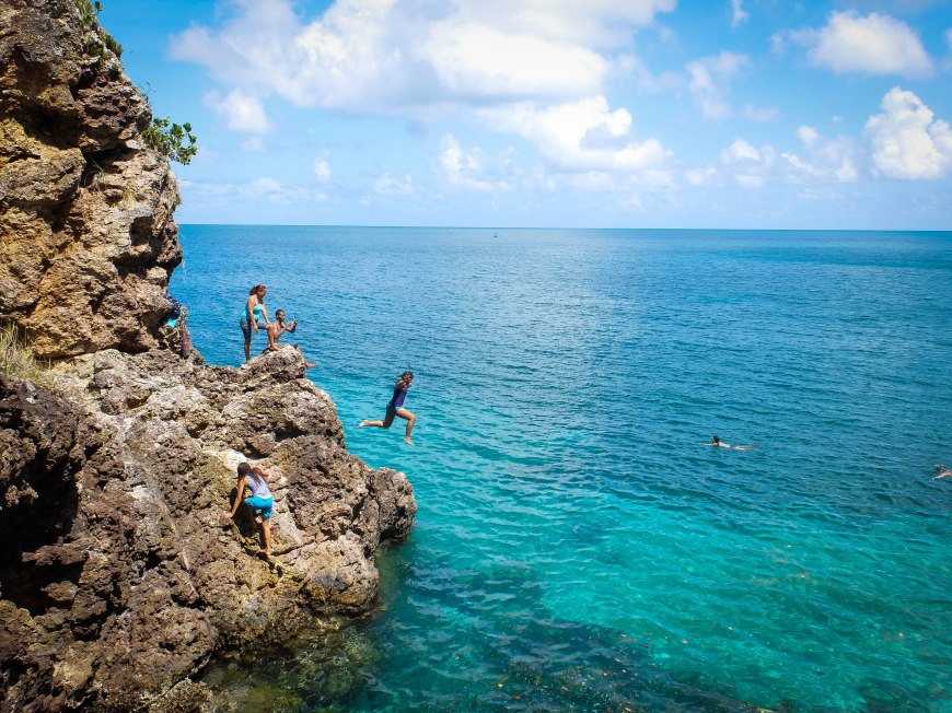 Cliff jumping - Providencia Island, Colombia