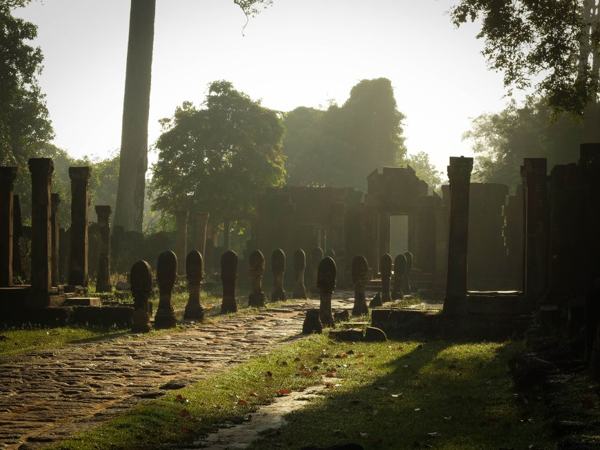 Gorgeous morning light at Banteay Srey
