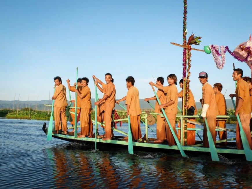 Buddhist Lent boat festival - Inle Lake